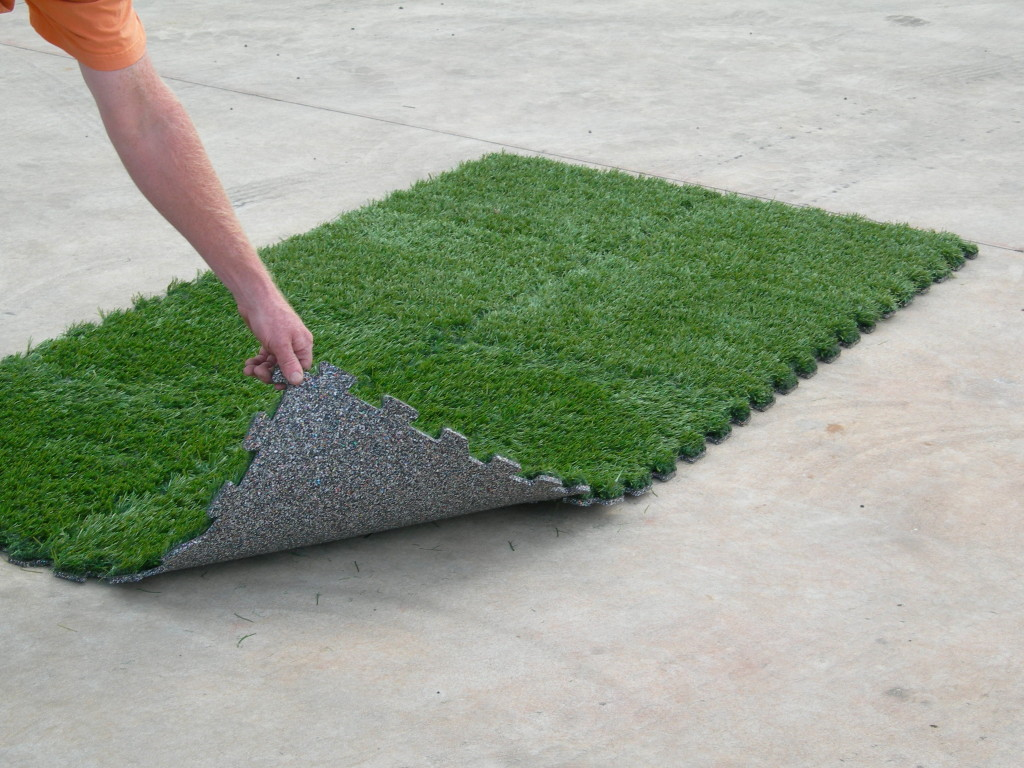 Gecko Interlocking Synthetic Grass Turf Tile System