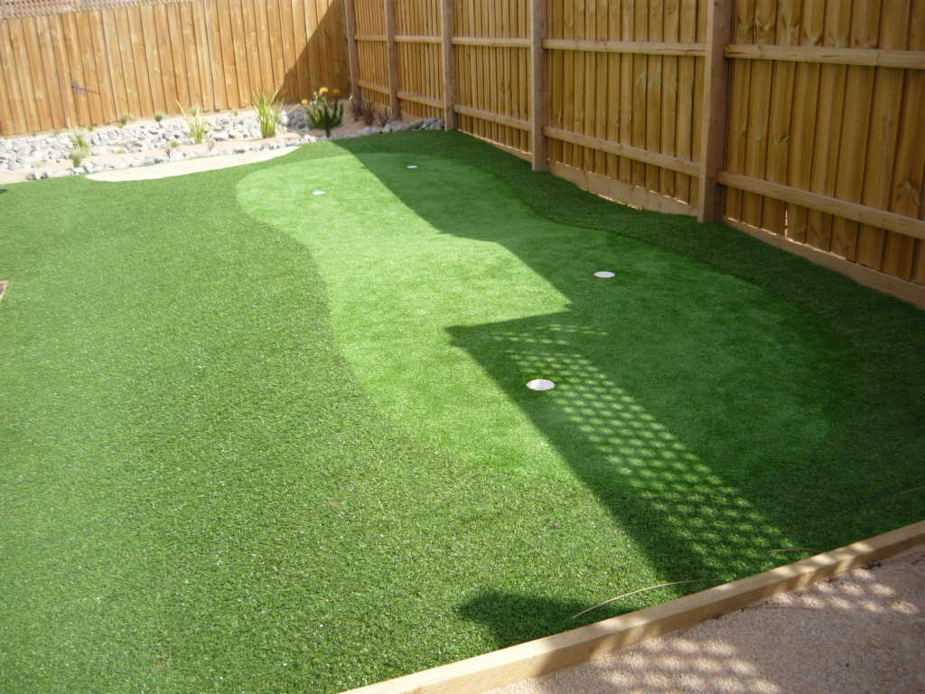 Contoured Synthetic Grass Putting Greens